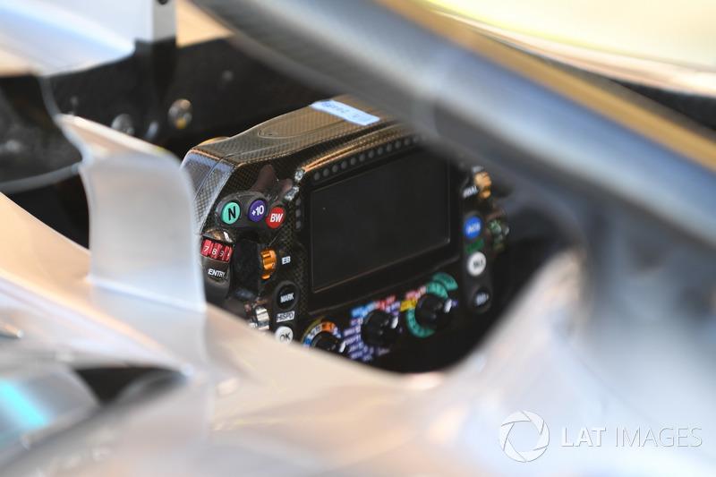 Le volant de la Mercedes-AMG F1 W09