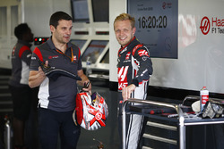 Kevin Magnussen, Haas F1 Team, with engineer Guiliano Salvi