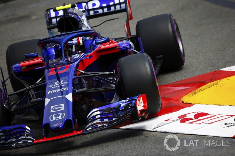 Pierre Gasly, Toro Rosso STR13, passe sur un vibreur