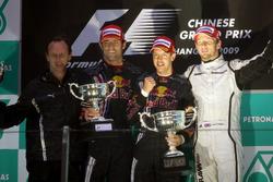 Podio: Christian Horner, Team Principal Red Bull Racing, il secondo classificato Mark Webber, Red Bull Racing, il vincitore della gara Sebastian Vettel, Red Bull Racing, il terzo classificato Jenson Button, Brawn GP