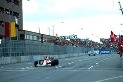 1. Ayrton Senna, Mclaren; 2. Jean Alesi, Tyrrell