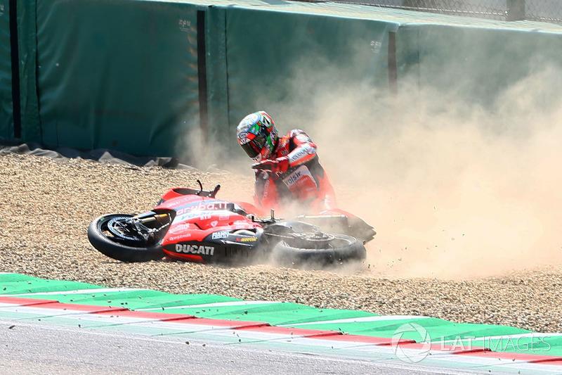 Chaz Davies, Aruba.it Racing-Ducati SBK Team, caduta
