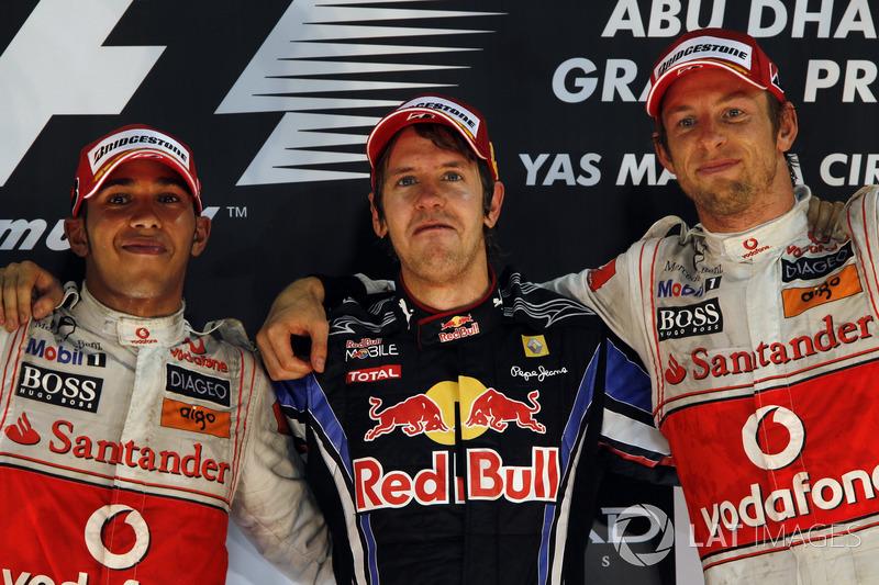 Podium : le vainqueur Sebastian Vettel, Red Bull Racing, le second Lewis Hamilton, McLaren, le troisième Jenson Button, McLaren