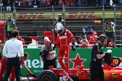 Pole sityter Sebastian Vettel, Ferrari SF70H in parc ferme