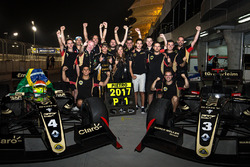 Campeón 2017 Pietro Fittipaldi, Lotus, celebra con el equipo