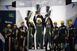 Podio GT AM: #98 Aston Martin Racing Aston Martin Vantage: Paul Dalla Lana, Pedro Lamy, Mathias Lauda win