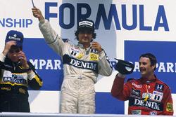 Podio: il vincitore della gara Nelson Piquet, Williams, il secondo classificato Ayrton Senna, Lotus, il terzo classificato Nigel Mansell, Williams