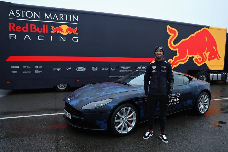 Daniel Ricciardo, Red Bull Racing met een Aston Martin DB11