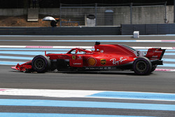 Sebastian Vettel, Ferrari SF71H, with a broken front wing