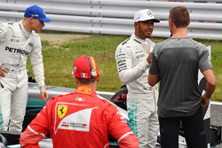 Valtteri Bottas, Mercedes AMG F1, Sebastian Vettel, Ferrari ve Lewis Hamilton, Mercedes AMG F1, Jenson Button