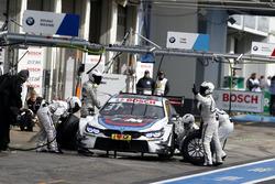 Arrêt au stand : Tom Blomqvist, BMW Team RBM, BMW M4 DTM