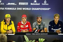 Nico Hulkenberg, Renault Sport F1 Team RS17, Sebastian Vettel, Ferrari, Fernando Alonso, McLaren ve