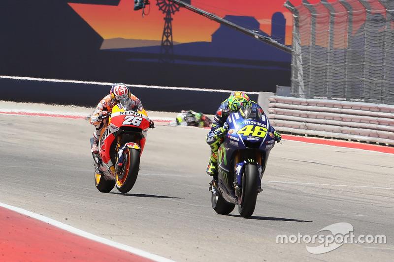 Valentino Rossi mengungguli Dani Pedrosa