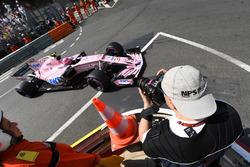 Photographer shoots Esteban Ocon, Force India VJM10