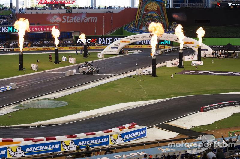 Felipe Massa en Juan Pablo Montoya, in de Ariel Atom Cup