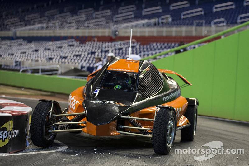 Felipe Massa maneja el ROC Car