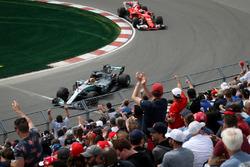 Lewis Hamilton, Mercedes-Benz F1 W08  and fans