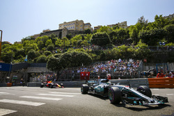 Lewis Hamilton, Mercedes AMG F1 W08, Max Verstappen, Red Bull Racing RB13
