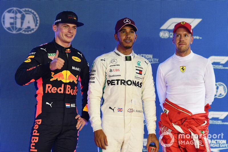 (Da sx a dx): Max Verstappen, Red Bull Racing, Lewis Hamilton, Mercedes AMG F1 and Sebastian Vettel, Ferrari, festeggiano nel parco chiuso