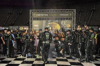 Ganador Kurt Busch, Stewart-Haas Racing, Ford Fusion Monster Energy / Haas Automation