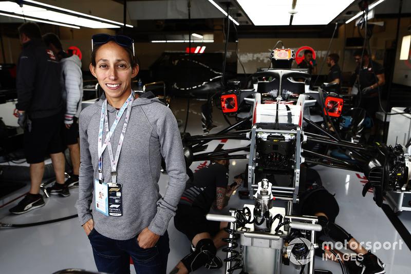 La coureuse Desiree Lindon chez Haas F1 Team