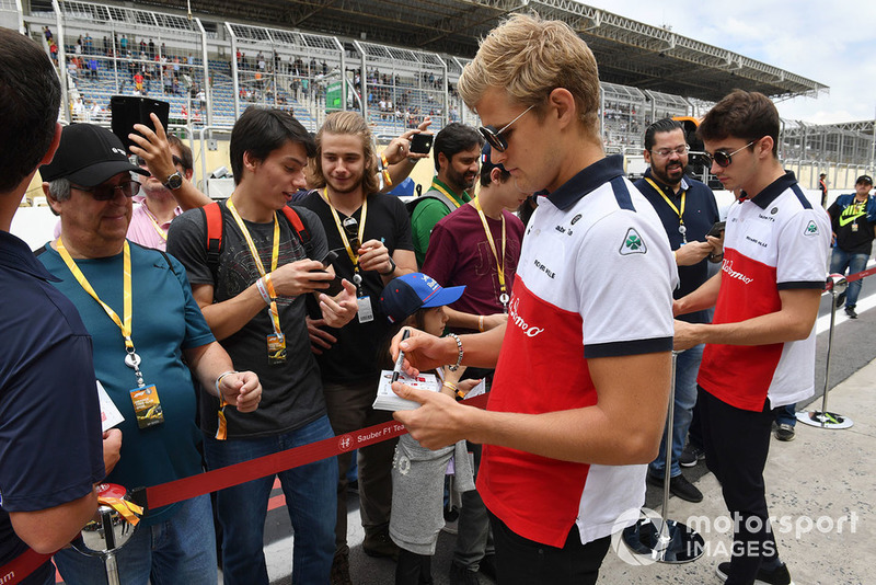 Marcus Ericsson, Sauber and Charles Leclerc, Sauber sign autographs for the fans