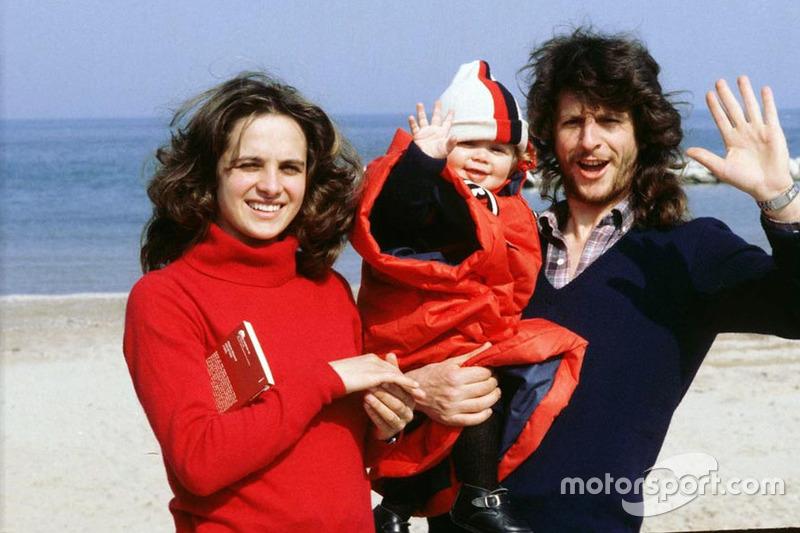 Маленький Валентино Росси с родителями. Начало 80-х