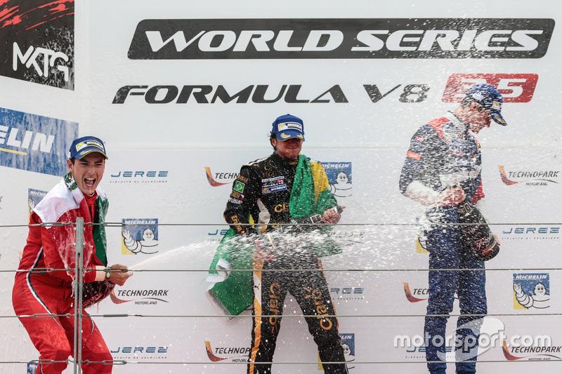 Podium: 1. Pietro Fittipaldi, Lotus; 2. Alfonso Celis Jr., Fortec Motorsport; 3. Egor Orudzhev, SMP
