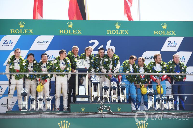 Podio assoluto: i vincitori Timo Bernhard, Earl Bamber, Brendon Hartley, Porsche Team, al secondo posto Ho-Pin Tung, Oliver Jarvis, Thomas Laurent, DC Racing, al terzo posto Mathias Beche, David Heinemeier Hansson, Nelson Piquet Jr., Vaillante Rebellion Ra