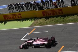 Sergio Perez, Sahara Force India VJM10 crosses the line