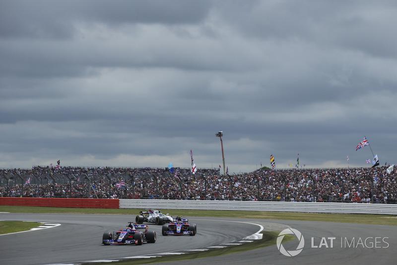 Данііл Квят, Карлос Сайнс-мол., Scuderia Toro Rosso STR12