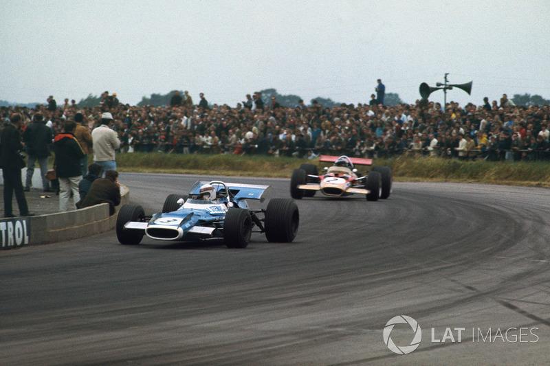 Jackie Stewart, Matra MS80 Ford, lidera a Jochen Rindt, Lotus 49B Ford