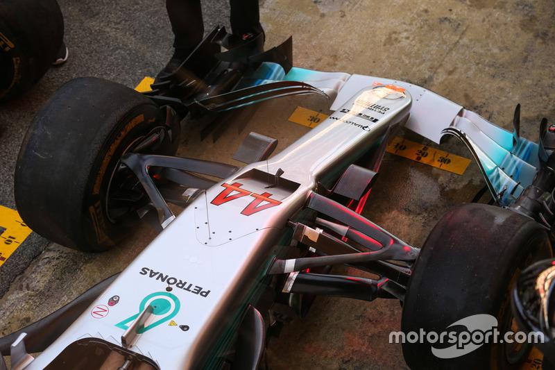 Носовой обтекатель и переднее антикрыло Mercedes AMG F1 W08