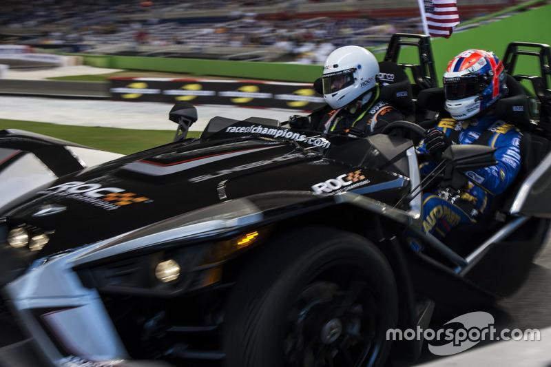 Alexander Rossi, conduce el Polaris Slingshot SLR