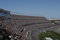 Chase Elliott, Hendrick Motorsports, Chevrolet; Kevin Harvick, Stewart-Haas Racing, Ford