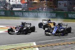 Romain Grosjean, Haas F1 Team Team VF-17, Pascal Wehrlein, Sauber C36, Jolyon Palmer, Renault Sport F1 Team Team RS17