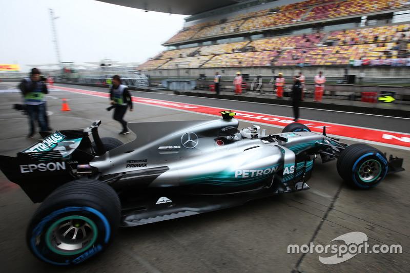 Valtteri Bottas, Mercedes AMG F1 W08, fährt aus der Box