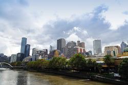 Yarra Nehrinden Melbourne görünüm