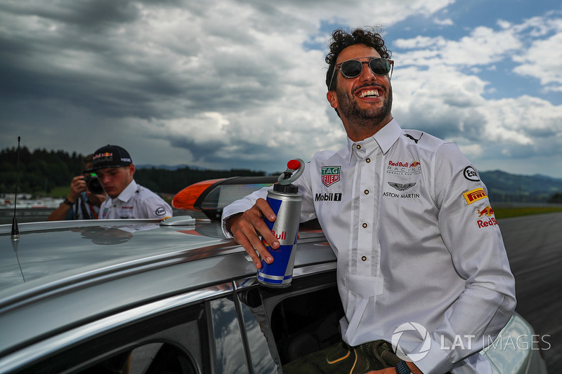 Max Verstappen, Red Bull Racing and Daniel Ricciardo, Red Bull Racing on the drivers parade