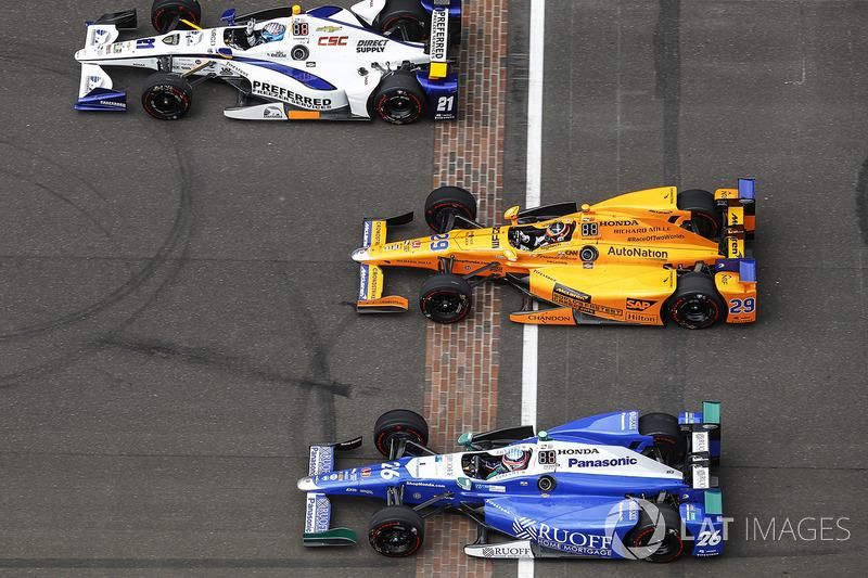J.R. Hildebrand, Ed Carpenter Racing Chevrolet, Fernando Alonso, Andretti Autosport Honda, Takuma Sato, Andretti Autosport Honda durante vueltas de ritmo