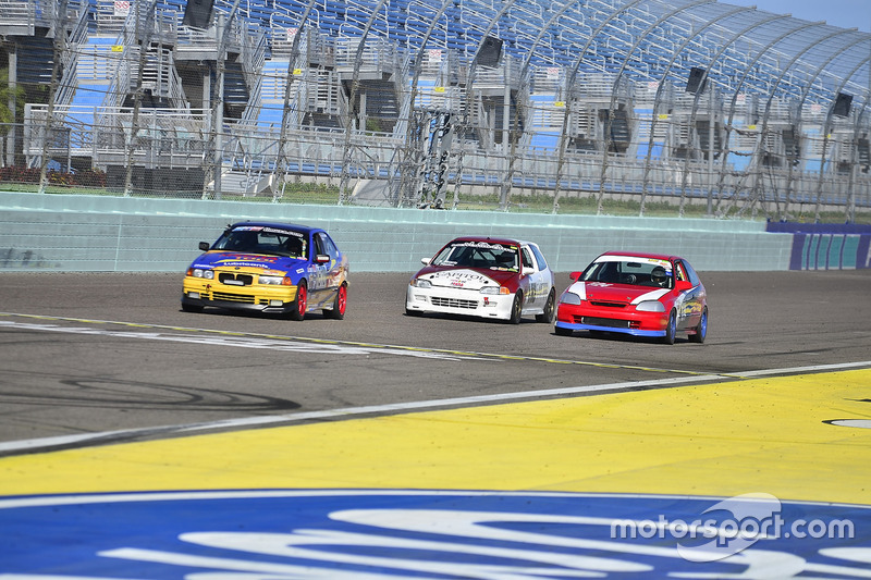 #810 MP3B BMW 325 driven by Pedro Rodriguez & Alberto De Las Casas of TML USA, #133 MP4C Honda Civic driven by Juan Paulino of J&A Motorsports, #124 MP4C Honda Civic driven by Julio Torres of Guardia Racing Team