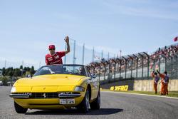 Temporada 2017 F1-japanese-gp-2017-kimi-raikkonen-ferrari-on-the-drivers-parade