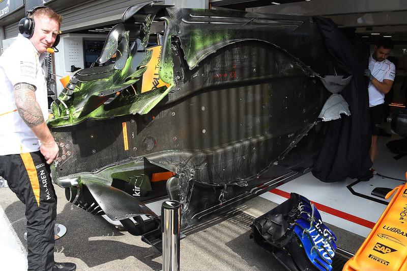 McLaren MCL33 con pintura en el fondo plano