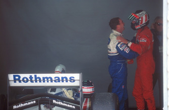 Gerhard Berger, Ferrari felicita a Nigel Mansell, Williams