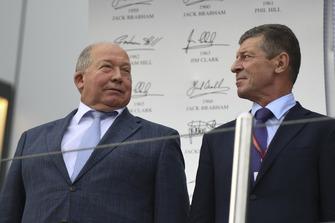 Viktor Kiryanov, président de la Fédération Russe de l'Automobile, et Dmitry Kozak, vice premier ministre de la Fédération de Russie, sur le podium