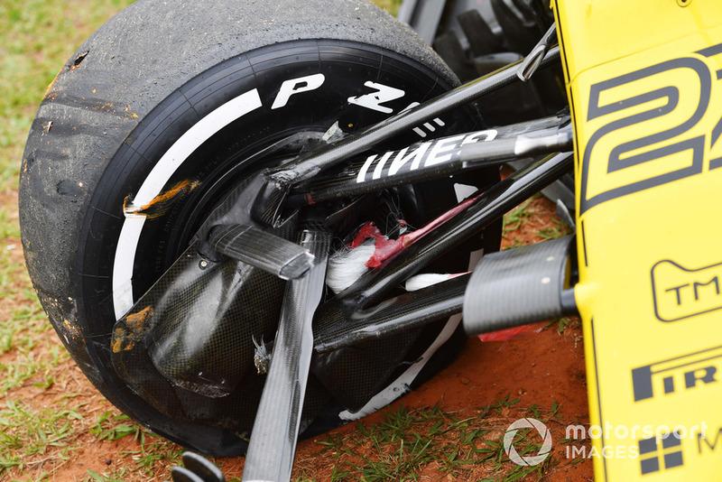 L'auto incidentata di Nico Hulkenberg, Renault Sport F1 Team R.S. 18, nelle FP2