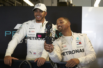 Lewis Hamilton, Mercedes AMG F1 et Will Smith dans le garage
