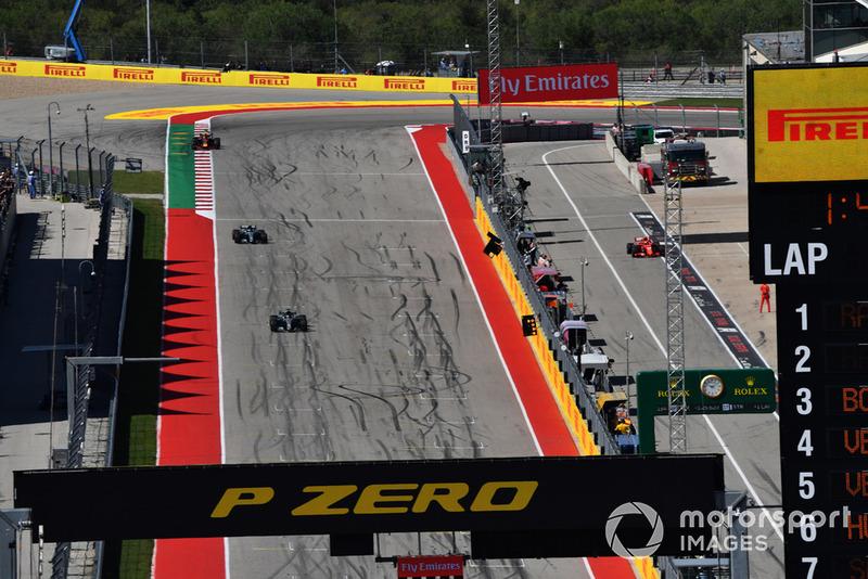 Kimi Raikkonen, Ferrari SF71H , Lewis Hamilton, Mercedes-AMG F1 W09 y Valtteri Bottas, Mercedes-AMG F1 W09
