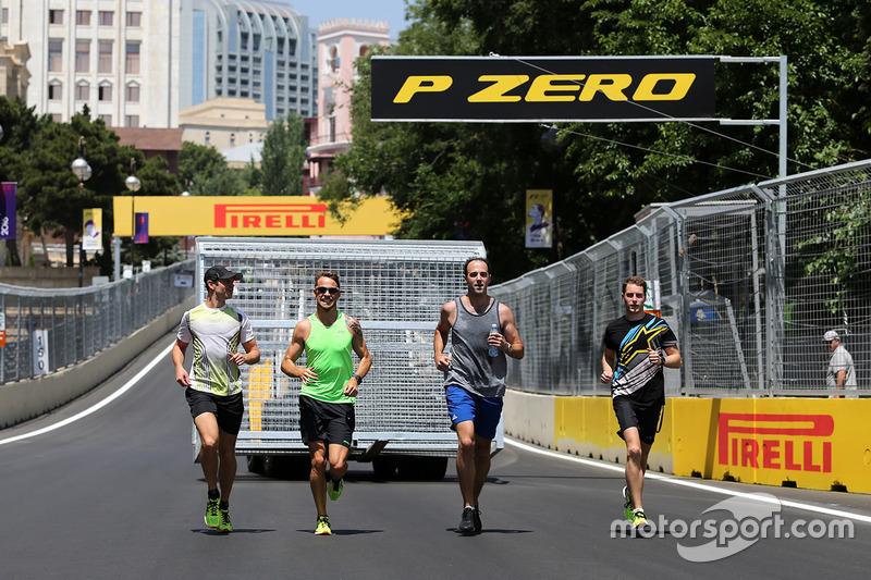 Jenson Button, McLaren Honda y Stoffel Vandoorne, McLaren F1 Team