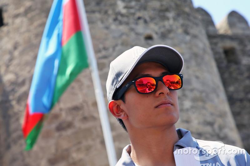 Ріо Харьянто, Manor Racing, йде по треку